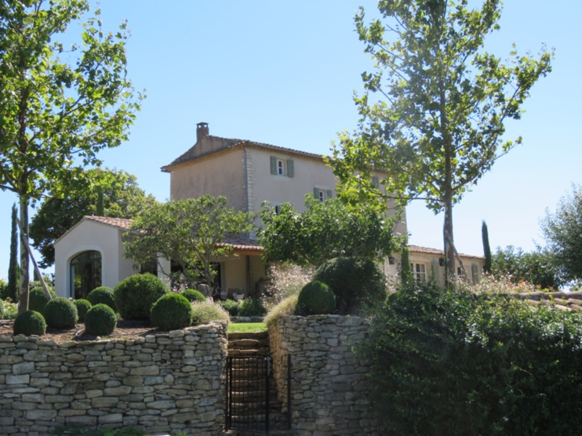 BONNIEUX- CHARACTER BASTIDE WITH VIEWS AND A POOL