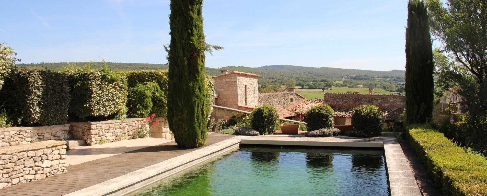 CERESTE – MEDIEVAL PROPERTY IN THE HEART OF THE VILLAGE